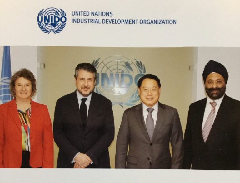 Discussing the value of recycling with the Director General of UNIDO